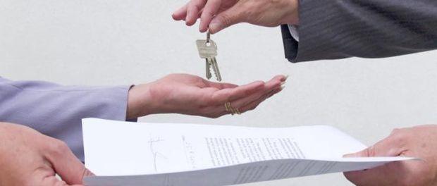 Los extranjeros compraron 18.561 pisos en España en 2010, el 4,4% del total vendidos